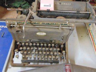 Underwood Typewriter   for parts or Display