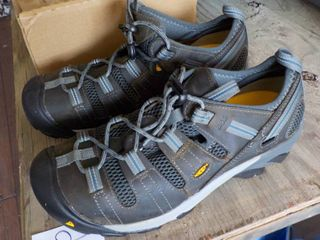 Keen men's size 11 1/2 shoes and so...