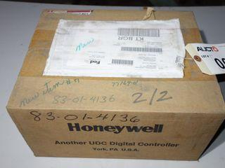 HONEYWELL DC300K-E-0A0 TEMPERATURE CONTROLLER