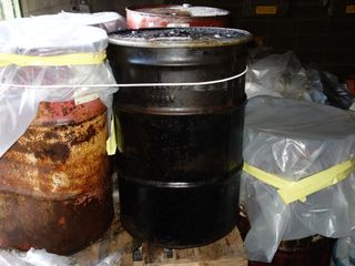 LOT OF ASSORTED OIL DRUM BARRELS