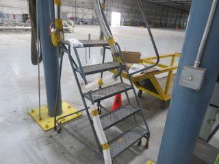 Steel Step on Wheels mand Foreman's Desk