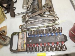 GROUP OF HAND TOOLS