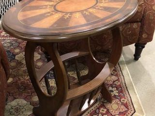 Oval End Table w  Decorative Top