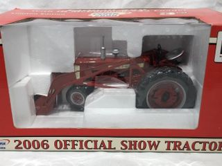 Farmall 350 with McCormick 33 loader