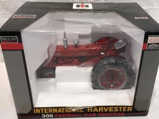 IH 300 Farmall Gas Tractor  1 16 by SpecCast