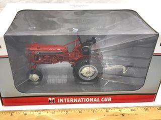IH Cub layfayette Farm Toy Show Edition  1 16