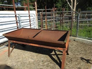 5  METAl FEED BUNK