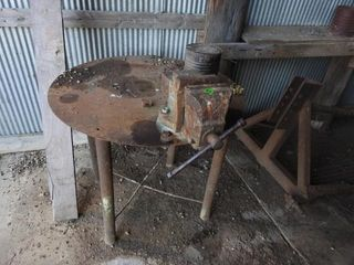 ROUND WElDING TABlE W  VISE   MUST BE CUT OFF AT