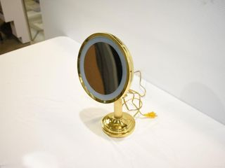Adjustable Magnified Mirror lamp working