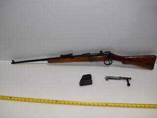 1916 lEE ENFIElD 303  bolt action wi clip