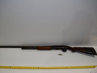 WINCHESTER Model 12 12 ga pump