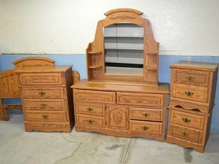 5pc Bedroom Suite   Dresser with Mirror 58