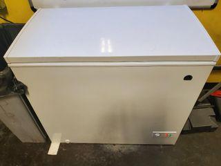 Igloo 7.1 CU FT CAPACITY Freezer ADJUSTABLE T...