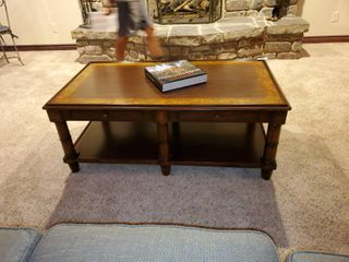 Excellent wood coffee table w  2 drawers  Woodbridge furniture