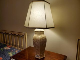Very nice looking table lamp w  shade