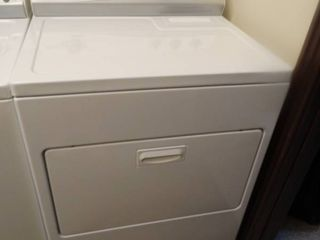 Nice Kenmore electric heavy duty dryer  Matches washing machine