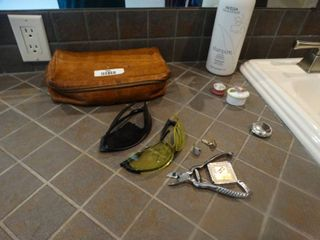 Various bathroom items