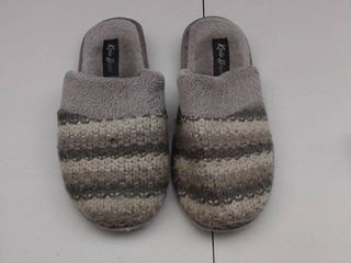 women s slippers  size 8 5 9  used