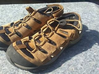 Pair of Kangaroo Merrell Water Shoes Men s Size 9