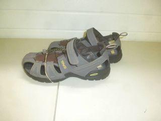 Teva Sandles Size 11 Womens