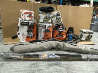 PALLET WITH RIGID/ STINGER VACUUMS AND HAMPTON BAY RUG! CUSTOMER RETURNS SEE PICS!