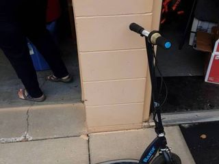 Razor Scooter (Not Working No Charger)