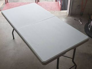 5ft x 2 5ft White Foldable Standup Table  Middle Fold Does Not lock In Place