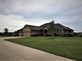 Executive Home on 4 55 Acres w 40x140 Bldg