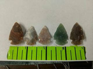 Lot of 5 arrowheads