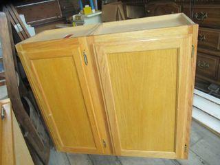 Oak upper kitchen cabinets 18 W x 30 l and 15 W x 30 l