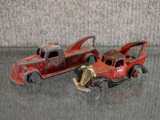 Set of 2 Metal Tow Trucks   1938 Tootsie Toy Tow Truck  One maked 2199