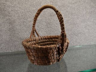 Vintage Authentic Handmade Native American Handled Basket Pine Needles   Coiled Pine Needles   lot 1 of 3   9  x 9