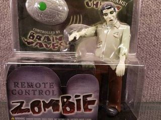 NIB Remote Control Zombie Walks   Moans   New in Box