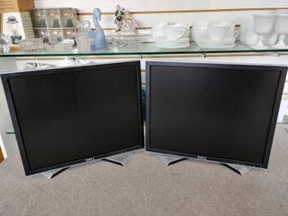 Set of 2 Dell lCD Monitors   19  Screens  4 3 Ratio    All Work