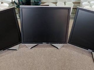 Set of 3 Dell lCD Monitors   lot 8 of 10   17  Screens  4 3 Ratio    All Work