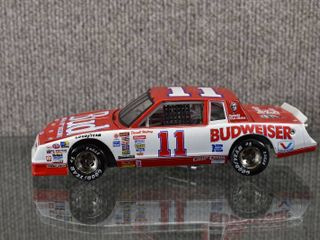 Vintage Action 1985 Darrell Waltrip  11 Budweiser KFC Monte Carlo   1 24 Scale   All Tires Roll  Front Tires Turn   8  x 3