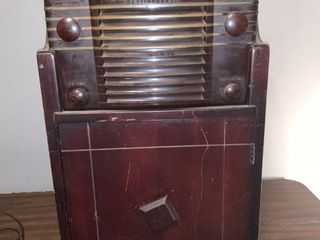 Westinghouse Model H 122A Bakelite Radio in Cabinet with Westinghouse H 171 Phonograph Not Working