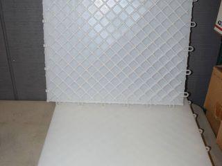 6 Interlocking Floor Tiles 18  x 18