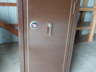 #651 Large Browning Gun Safe