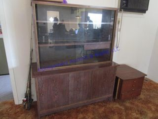 GlASS FRONT HUTCH