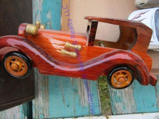 WOODEN DISPlAY CAR