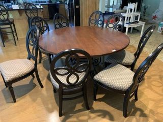Round Dining Table & 8 Chairs