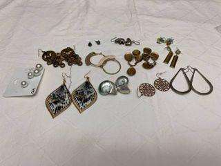 ladies jewelry  13 pairs of pierced earrings