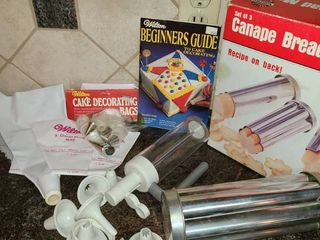 Cookie or Bread Molda Cake Decorating Bags and Tips Cookie Dough Shaper