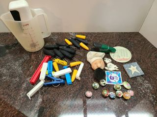 Miscellaneous  Pepper Grinder Measuring Cup Corn on Cob Holders Chip Clips and Magnets