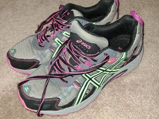 Womens Asics Tennis Shoes Size 7