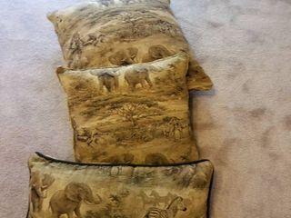 Set of 3 pillows