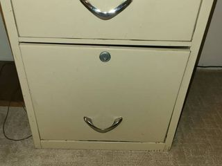 2 drawer filing cabinet  21  x 15  x 17