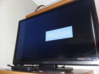 Insignia 28 in lED TV with Remote