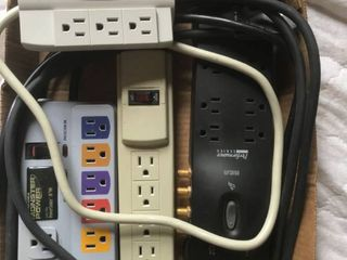 4 surge protectors or power strips